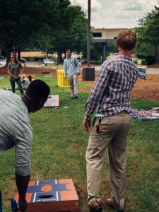 cornhole picnic in the park